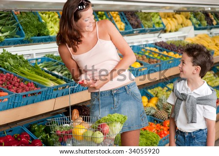 Grocery store - Mother with child in a supermarket