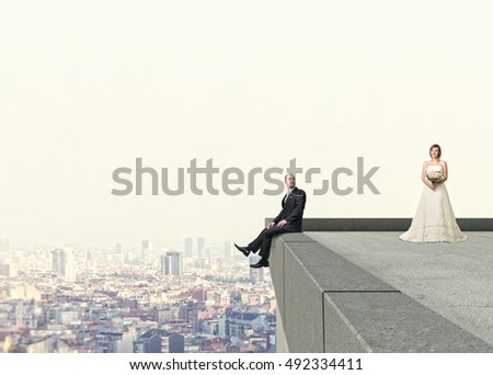 groom and bride on roof top and urban background
