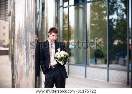 groom waiting for a bride