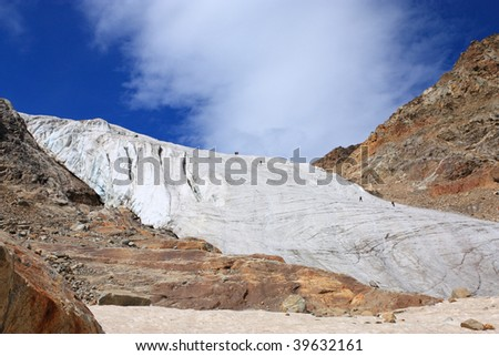 Group of climbers on the glacier rises