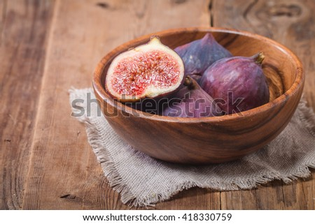 Group of fresh figs in a bowl
