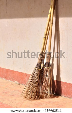 Grunge broom and dustpan, Cleaning equipment