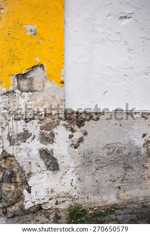 Grunge wall with geometric pattern of cracked paint on cement
