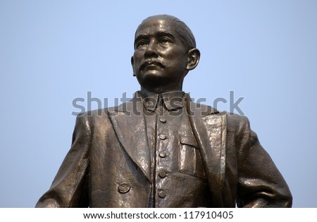 GUANGZHOU, CHINA - FEBRUARY 6 : Sun Yat-sen statue on February 6, 2007 in Guangzhou, China. Sun Yat-sen was the first president of the republic of China and respected all over the country.