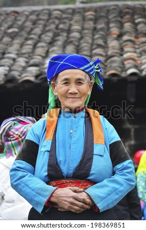 HA GIANG, VIETNAM - FEBRUARY 19: Unidentified women of the Flower H'mong ethnic minority People at market on February 19, 2012 in Hagiang, Vietnam. There are about 800,000 thousand H'mongs in Vietnam.