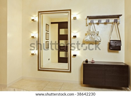 Hall in beige tones with hall stand and golden mirror