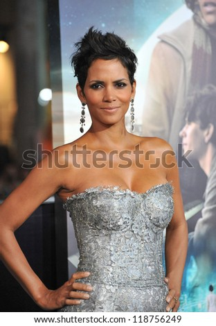 "Halle Berry at the Los Angeles premiere of her new movie ""Cloud Atlas"" at Grauman's Chinese Theatre, Hollywood. October 24, 2012  Los Angeles, CA Picture: Paul Smith - stock photo"