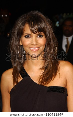 """Halle Berry at the Los Angeles Premiere of """"Things We Lost In The Fire"""". Egyptian Theatre, Hollywood, CA. 10-15-07 - stock photo"""
