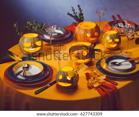 halloween table dinner place setting jack o lanterns on decorated table for halloween - Halloween Place Settings