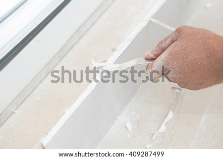 hand cutting plasterboards