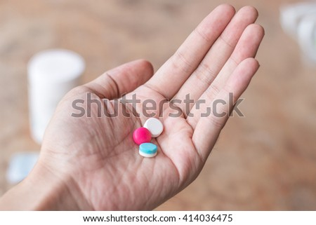 Hand hold many pills or medicine.