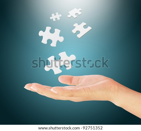 hand holding a puzzle pieces.