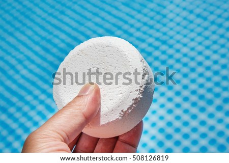 the background information of chlorine The result is that chlorine will quickly disappear from an outdoor pool on a sunny day    unless you have a proper amount of stabilizer in the water stabilizer is a chemical that is added to the pool water to help to keep the chlorine from being used up too quickly.