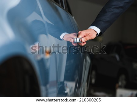Hand on the car handle