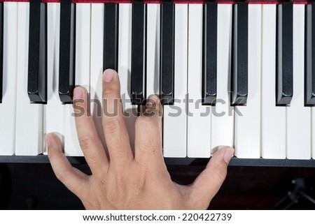 hand play digital piano