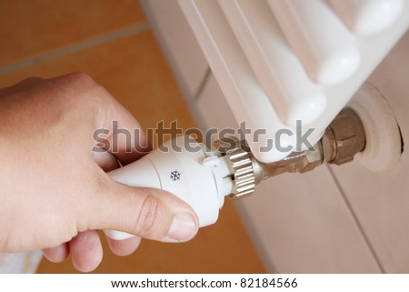 hand turn back the controller of the radiator - stock photo