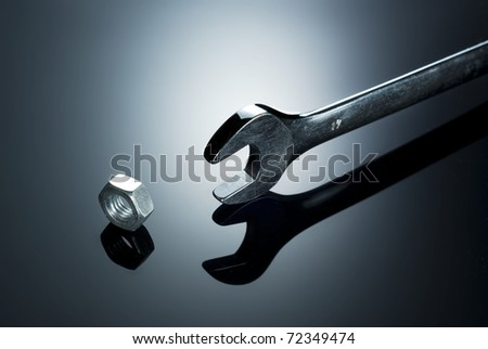 Hand wrench and metal nut
