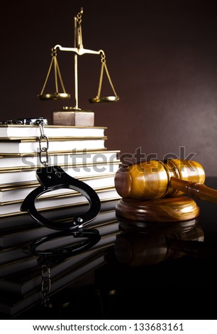 Handcuffs, Legal gavel
