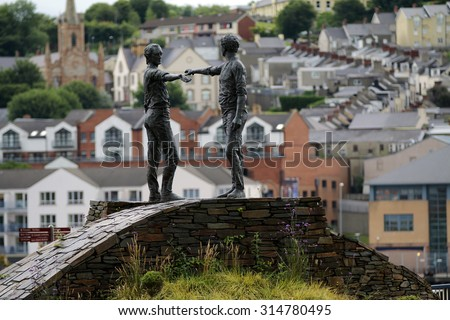 Hands Across The Divide peace statue, Londonderry - stock photo
