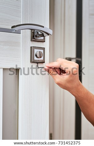 handyman repair the door lock in the room Man fixing lock with screwdriver Close & Door Fixing Men Stock Images Royalty-Free Images u0026 Vectors ... pezcame.com