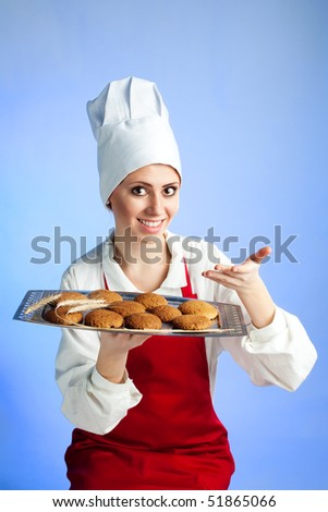 Happy chef offer tray with fresh oat biscuit - stock photo