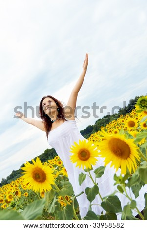 Happy girl between sunflower
