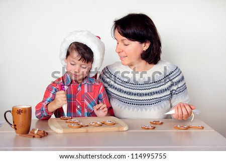Happy people decorating the gingerbread cookies