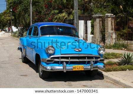 HAVANA - FEBRUARY 24: Classic American car on February 24, 2011 in Havana. Recent change in law allows the Cubans to trade cars again. Old law resulted in very old fleet of private owned cars in Cuba. - stock photo