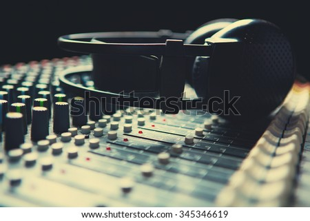 Headpnones on soundmixer