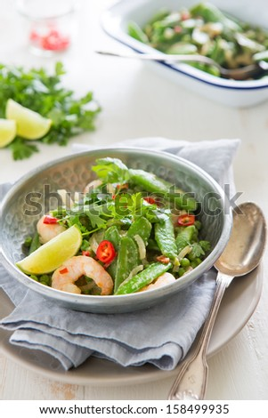 Healthy and quick prawn curry with sugarsnaps - stock photo