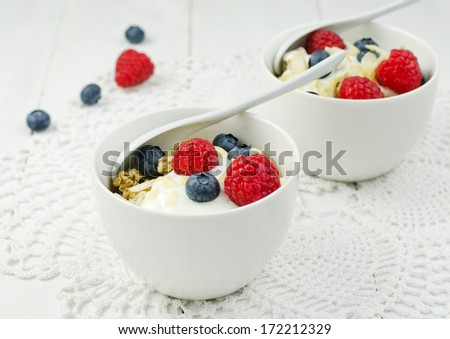 Healthy breakfast with granola, yogurt and fresh berries