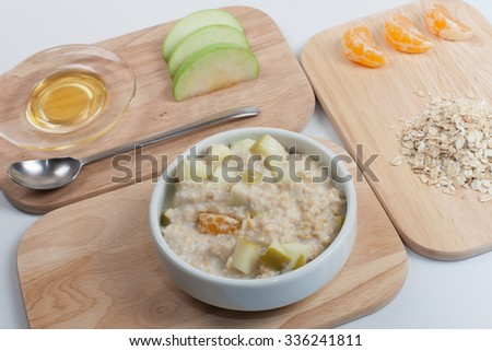 Healthy diet; oatmeal with fruit