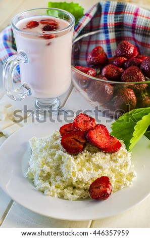 healthy food - cottage cheese with fresh strawberries