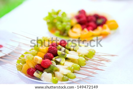 fruit skewers 5 healthy fruits