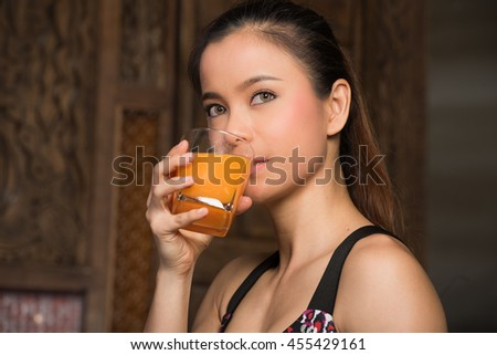 Healthy Woman Drinking a Glass of Orange, fresh food the key to losing weight and Perfect health for good healthy