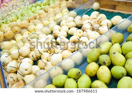 heap of pears in market