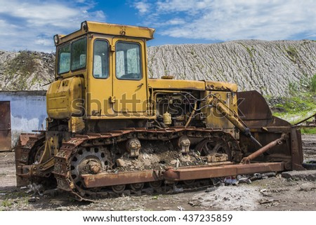 Heavy earth moving equipment