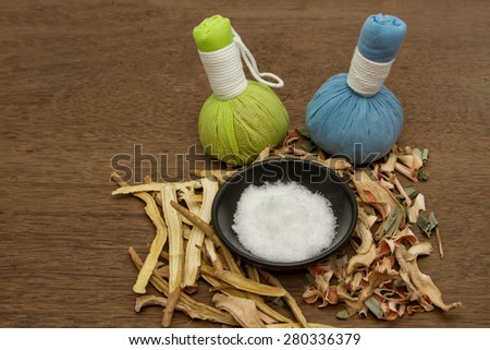 Herbal compress ball for spa aroma treatment,Borneol camphor,liquorice,ginger with lemon grass