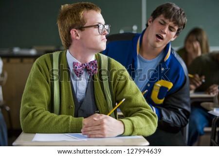 31 Unfortunate Signs Your High School Boyfriend is Cheating