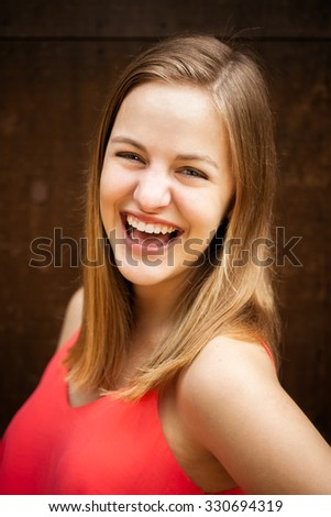 High school senior girl headshot portrait smiling