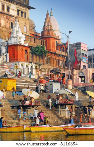hindu people at the ghats in varanasi