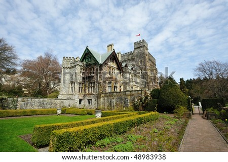 Historic hatley castle (built in 1908) at the city colwood in vancouver island, british columbia, canada