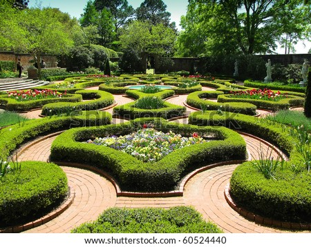 Historic Palace Gardens - A rare empty glimpse of the maze of perfectly groomed palace gardens that adorn the front passageway to the Tryon Palace - stock photo