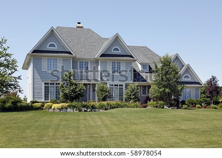 Home with flowered landscaping and blue siding