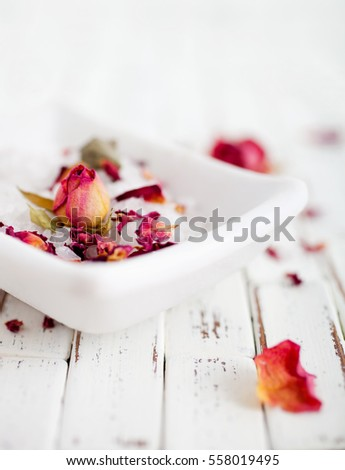 Homemade bath salt with pink roses