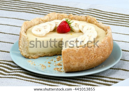 homemade cheese cake with strawberry and bananas