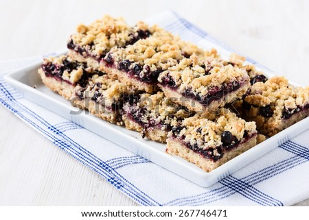 Homemade currant cornmeal crumble bars with streusel topping, healthy ...