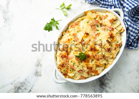 Homemade pasta bake with ham and cheese