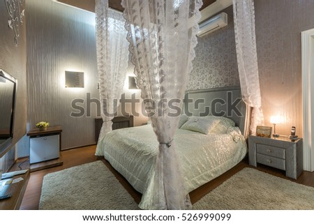 Honeymoon suite with canopy bed