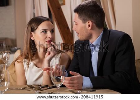 Horizontal view of a conversation in a restaurant